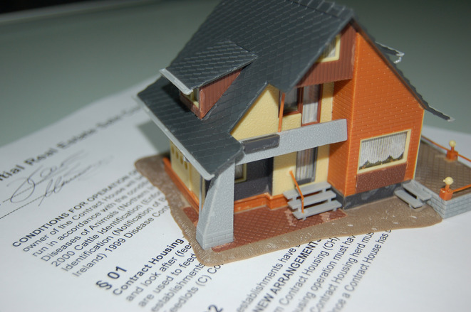 building contract, house building contract terms, sign a contract with builder